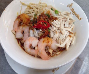 Dry Koay Teow with Prawns and Chicken Slices