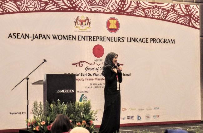 日ASEAN女性起業家リンケージプログラム(AJWELP)のプレゼンの様子