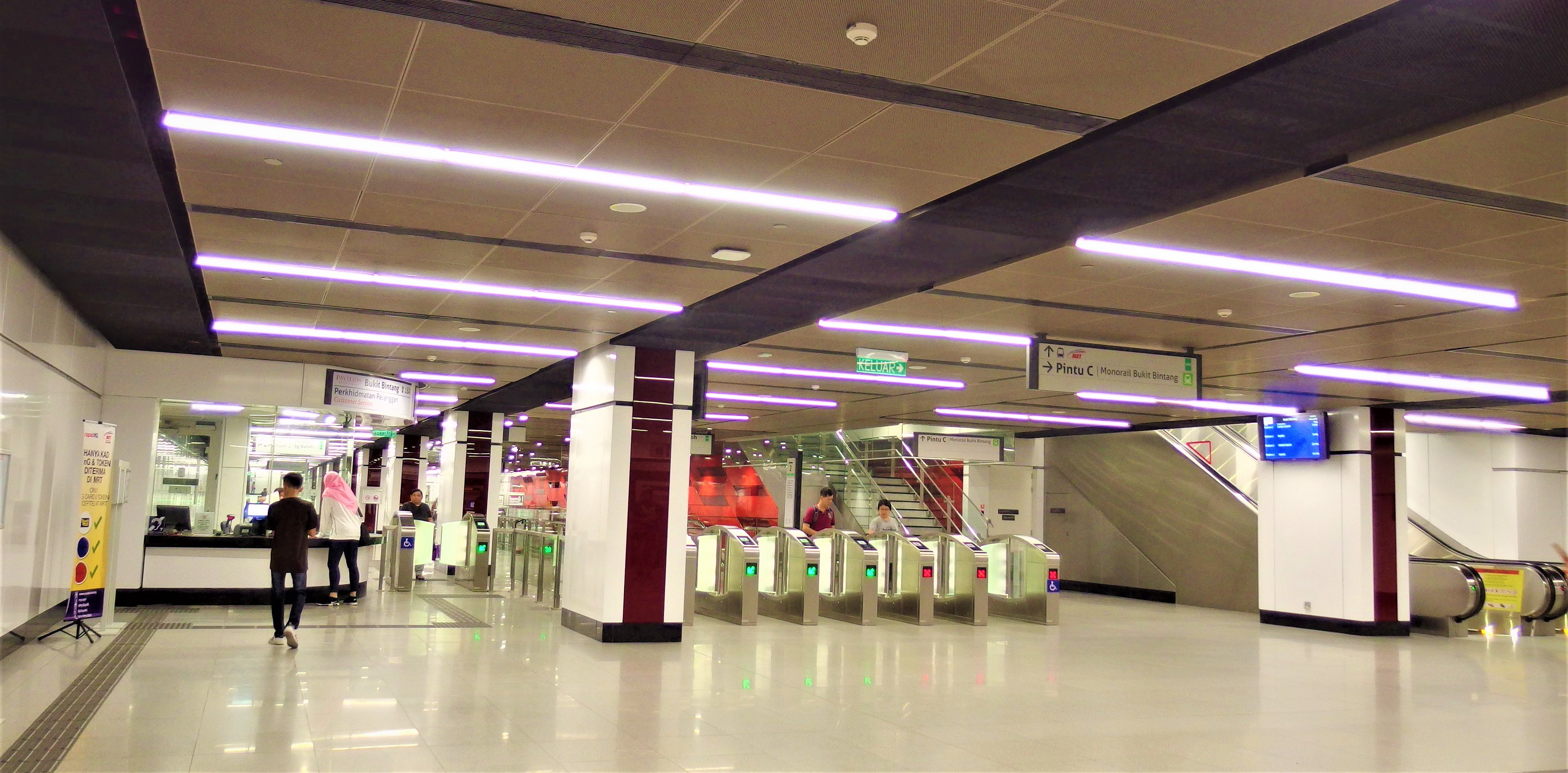 MRT ブキビンタン駅構内の様子
