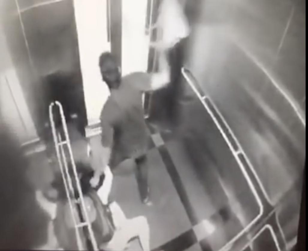 クアラルンプール郊外の駅エレベーターでの強盗の一部始終(CCTVの映像)