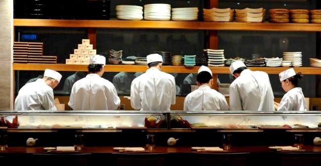 マレーシアのノブレストラン、寿司カウンターの様子