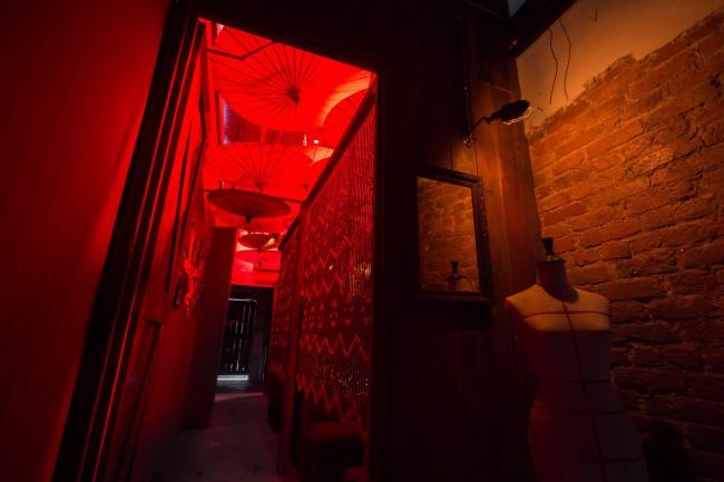 クアラルンプールの隠れ家バーPS150の通路