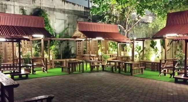 マレーシアのクアラルンプールにあるSongket Restaurantソンケットのガーデン