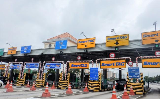 マレーシアの高速道路の料金所 Toll