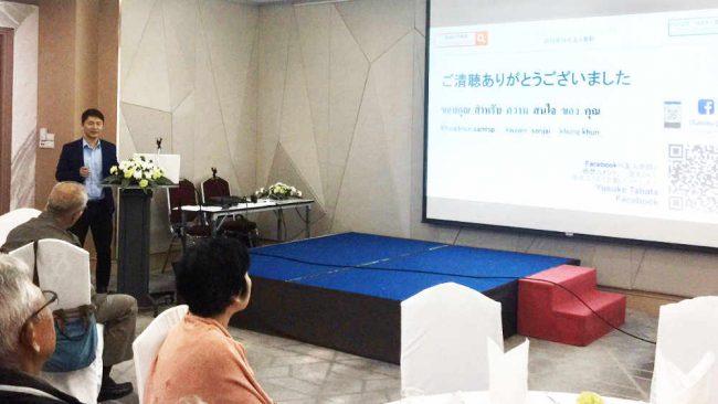 田端雄介さんの写真。タイに住む日本人向けに講演する様子。